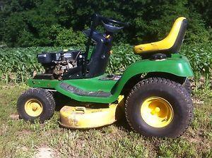 John Deere Lawn Tractor Mower LT155