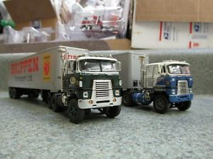 DCP 1 64 2 Cabover Internationals with 2 40' Trailers