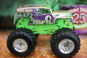 Hot Wheels Monster Jam Truck Grave Digger 25th Anniversary Silver