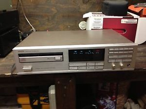 REDUCED Denon Precision Audio Component CD Player DCD 1800 RARE Silver Finish