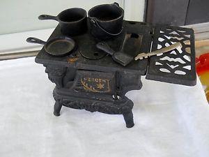 Vintage Antique Cast Iron Salesman Sample Miniature Wood Cooking Stove Crescent