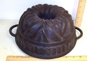 Vintage Ornate Cast Iron Bundt Cake Jello Mold Cookware Pan