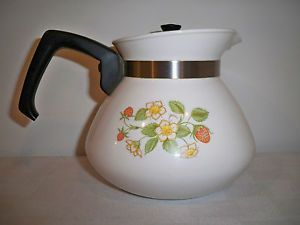 Corning Ware Strawberry Sundae 6 Cup Tea Pot Kettle with Lid P 104