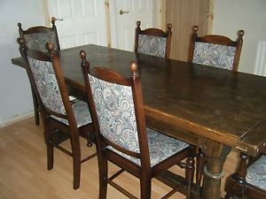 Antique Georgian Style Dining Room Table and 6 Chairs