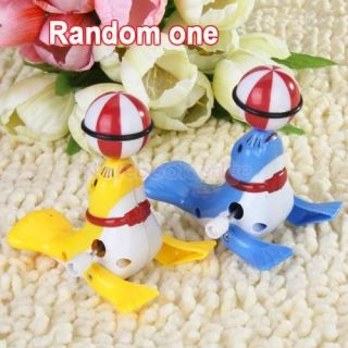 5X Cute Wind Up Toy Sea Lion Playing Ball for Kids Party Favours Random Color