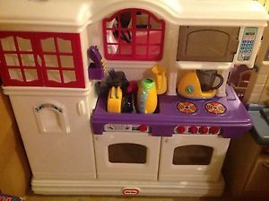 Vintage Little Tikes Country Kitchen Phone 2 Shopping Carts Dishes Food Daycare