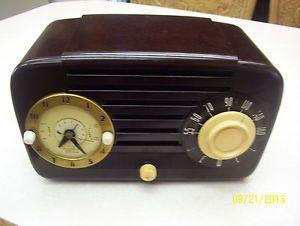Vintage Telechron Jewel Clock Radio Model 910 Walnut Plastic Case