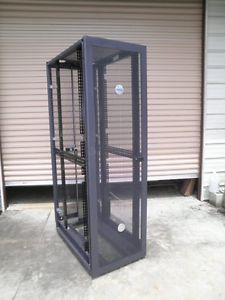 """Dell 42U 19"""" Server Rack Enclosure Cabinet w 2 Mesh Doors Key Model 4210"""
