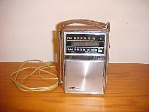 Vintage General Electric Solid State Am FM Radio Model P977B