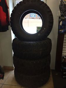 Trxus STS All Terrain Tire Super Swamper 15 39 5 20LT Load Range D 8 Ply Used