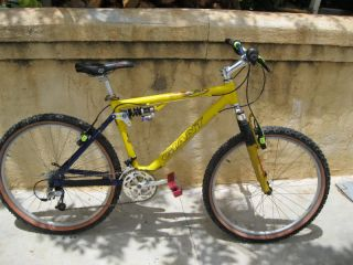 Giant ATX 990 Team Champion Mountain Bike Bicycle