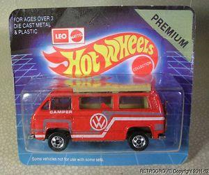 Mattel Leo Hot Wheels India Volkswagen Sunagon VW Red camper Van Carded