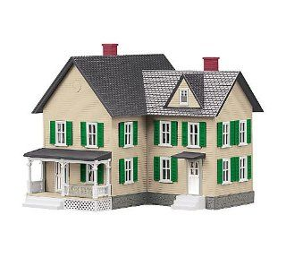 O #6 Farm House, Cream/Green: Toys & Games
