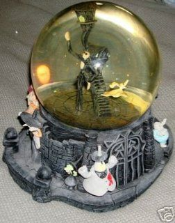 Nightmare Before Christmas ~ WATERGLOBE: Toys & Games