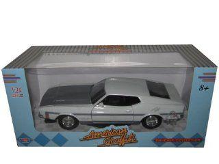 "1971 Ford Mustang Boss 351 1:24 ""American Graffiti"" White: Toys & Games"