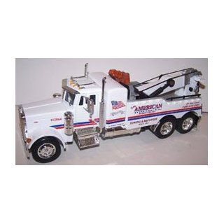 Jada Toys 1/32 Scale Road Rigz Peterbilt Model 379 Tow Truck american in Color White Toys & Games