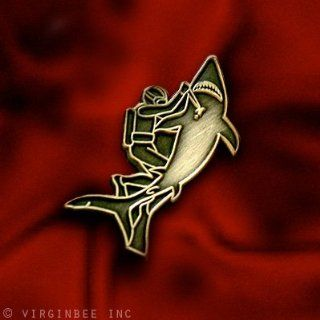 SCUBA DIVER WITH COMBAT KNIFE FIGHTING HUGE SHARK ATTACK DIVING SPORT EMBLEM PIN: Everything Else